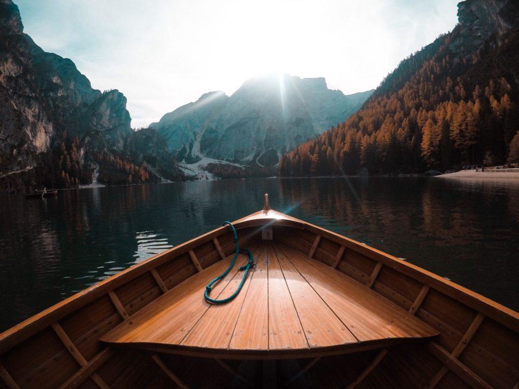 mountain-lake_t20_wQXdwL (1)